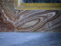 Duomo di Mondovì, Cappella del Crocifisso, paramento in alabastro di Busca, Luce Visibile